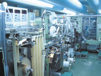 救急薬品 健康食品 医薬品 共立薬品工業株式会社/高速救急絆創膏製造ライン 2台