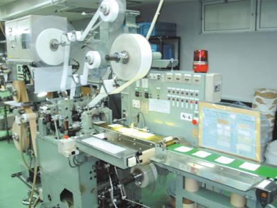救急薬品 健康食品 医薬品 共立薬品工業株式会社/救急絆創膏製造機