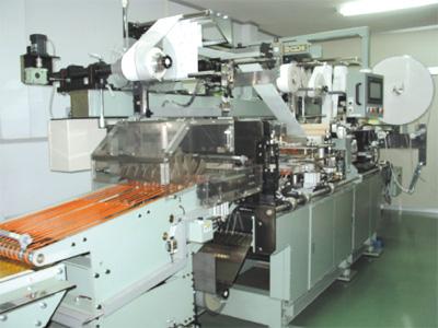 救急薬品 健康食品 医薬品 共立薬品工業株式会社/救急絆創膏ドレッシングタイプ製造機